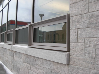Image gallery cambridge city hall diamond schmitt for Operable awning windows